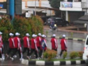 Gerak Jalan 17 Km dalam rangka HUT RI ke 65, Regu DPRD Kota Tanjungpinang yang dikomandoi oleh Huznizar Hood, Wakil Ketua DPRD Kota Tanjungpinang.